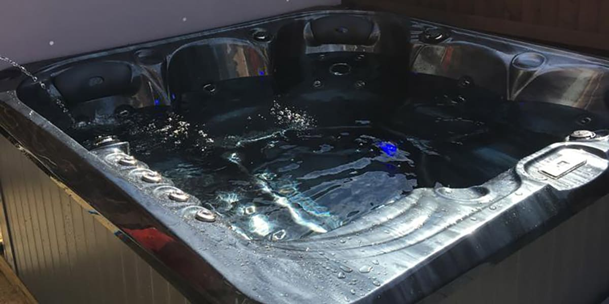 Gravesend hot tubs