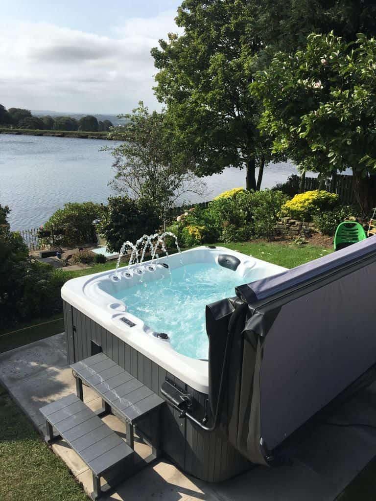 Hot tub installation Kettering H
